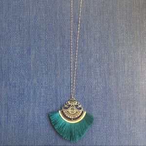 Jewelry - NWT Emerald green fringe necklace.